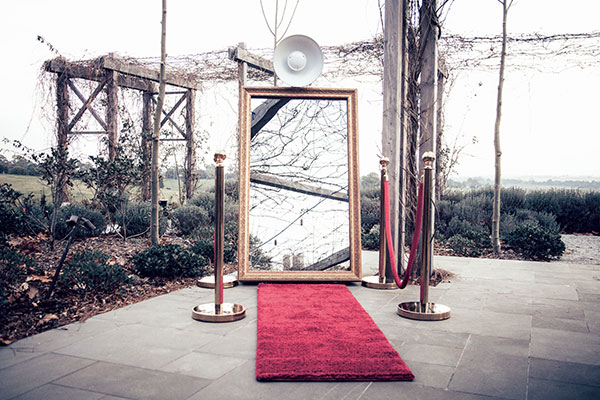 Matt Jefferies Entertainment - Mirror Photobooth Melbourne - Great for Weddings