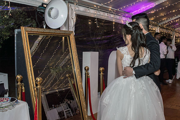Matt Jefferies Entertainment - Mirror Photo Booth Melbourne - for wedding memories