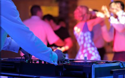 Wedding Entertainment Yarra Valley & Melbourne – Choosing The Right DJ For Your Wedding